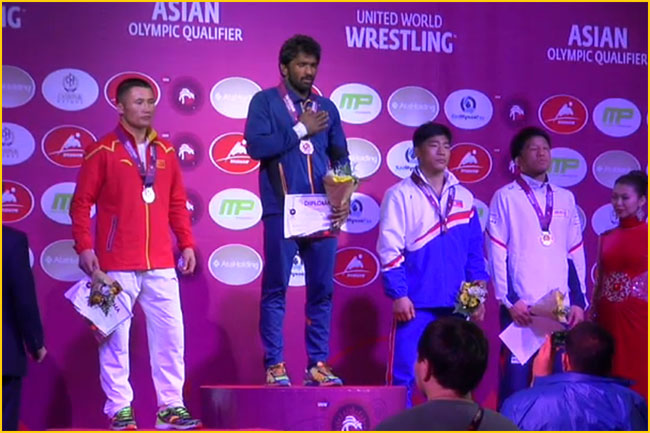 Yogeshwar Dutt wins Gold and qualifies for Rio 2016